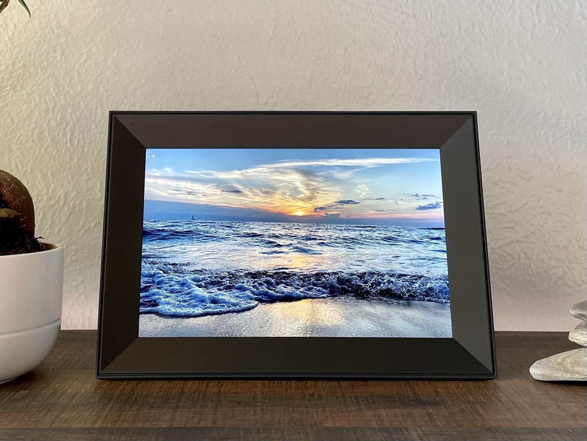 Aura Carver Review - Digital Picture Frame