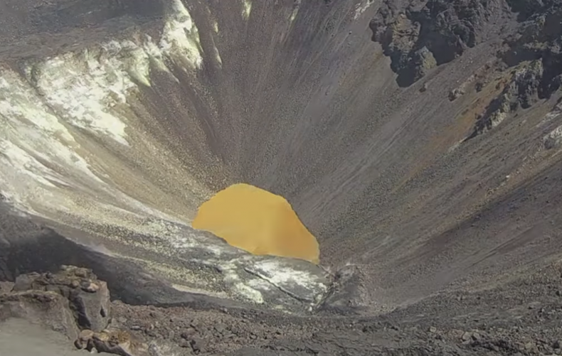 hawaii volcano lake