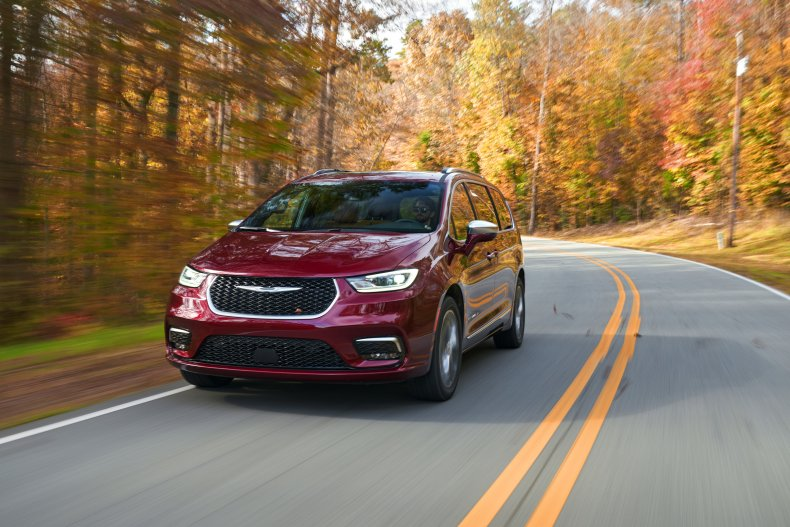 2021 Chrysler Pacifica AWD Review first drive