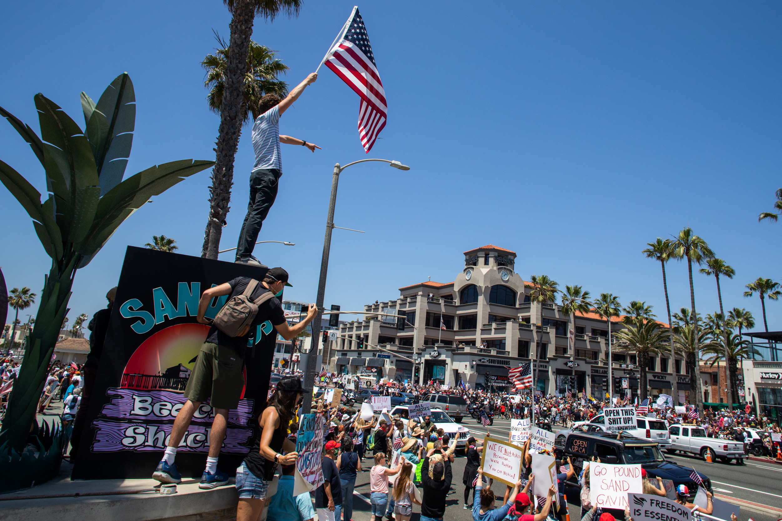 """Huntington Beach COVID """"curfew breakers"""" rally to protest stay-at-home orders"""