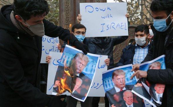 Iranian Students Burn Photos Trump and Biden