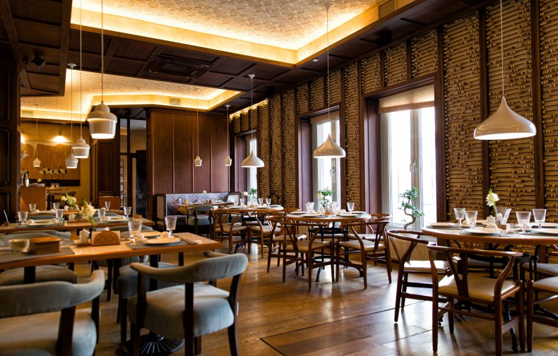Restaurant Owner's Criticism of Guests Sparks Debate