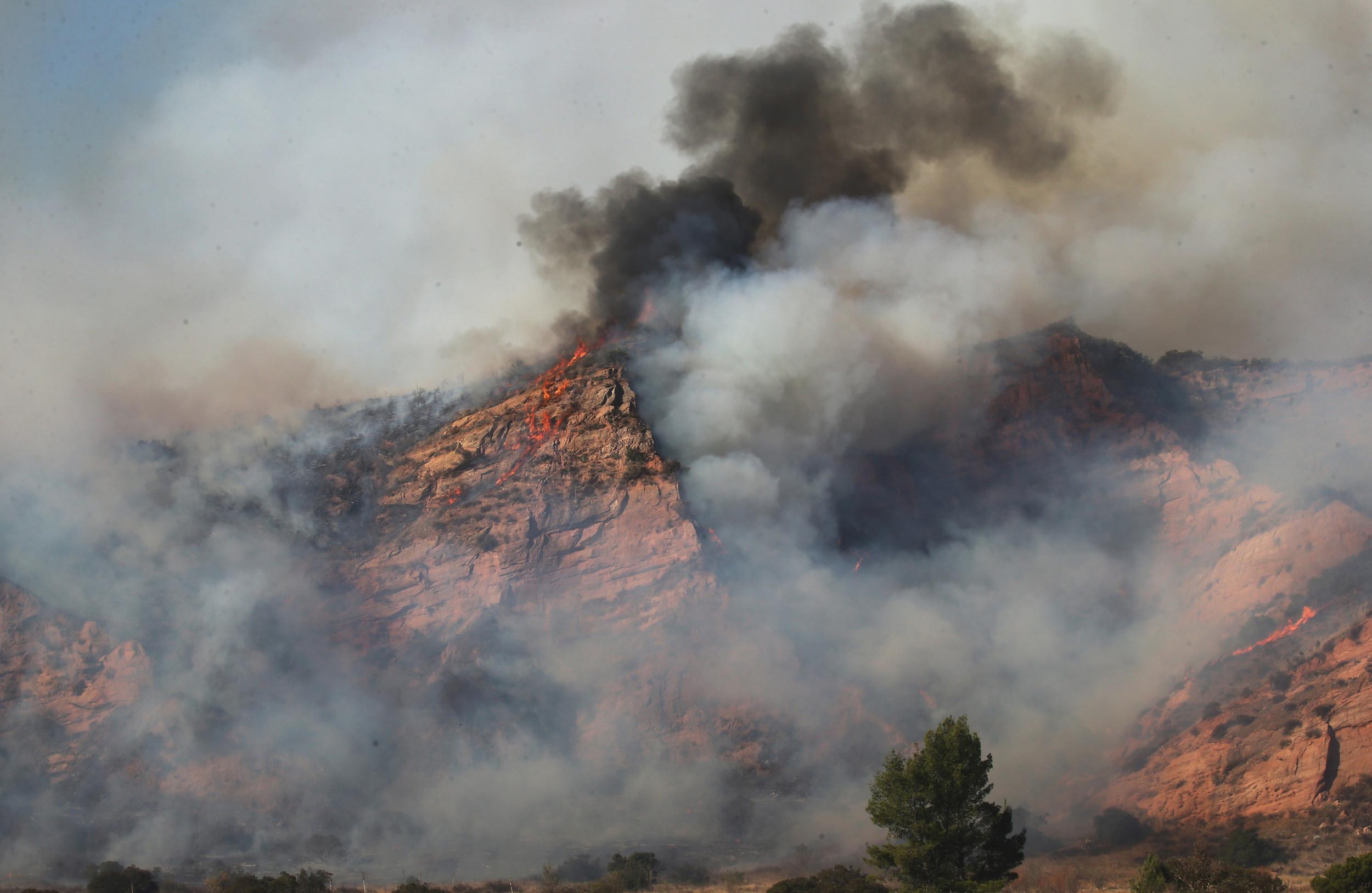 California fire map, updates, Bond Fire sparks mass vacuation of Silverado Canyon