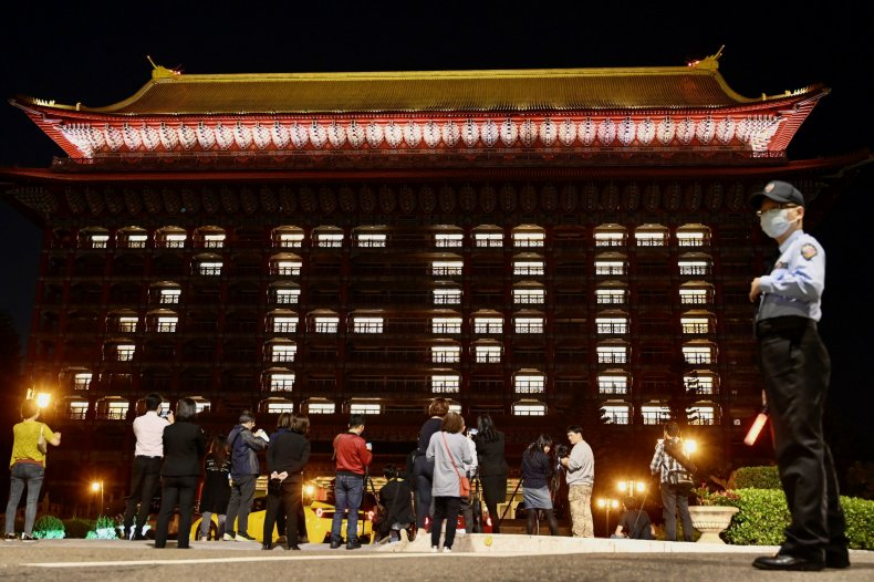 TAIWAN-HEALTH-VIRUS People take photos as the rooms