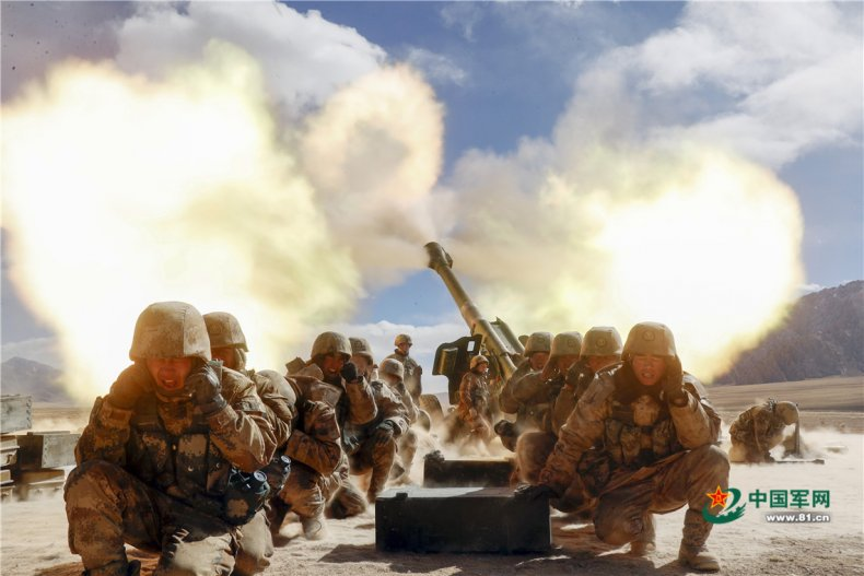Chinese army tests heavy artillery in Xinjiang