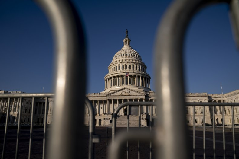 Lawmakers narrowly avoid government shutdown
