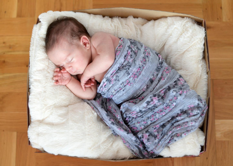 Finland: Babies snooze in cardboard boxes