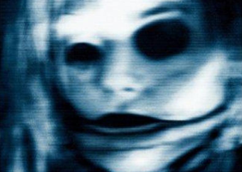 #55. Feardotcom (2002)