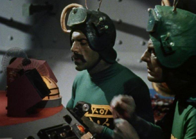#24. Santa Claus Conquers the Martians (1964)