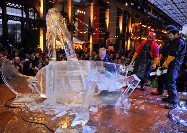 Cricket ice sculpture at the Machines de l'Ile in France