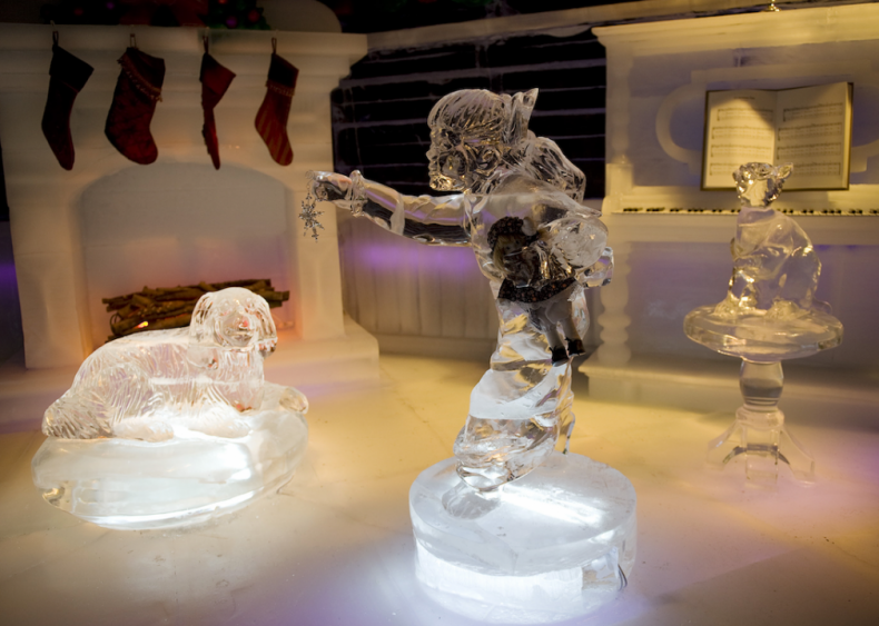 Family Christmas scene ice sculpture in Maryland
