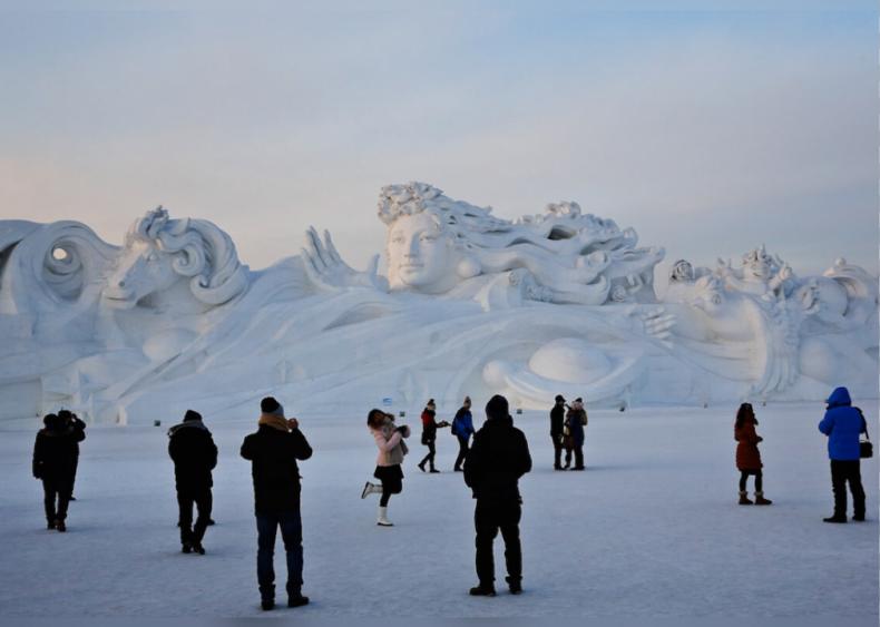 117-meter long sculpture at the Harbin Festival