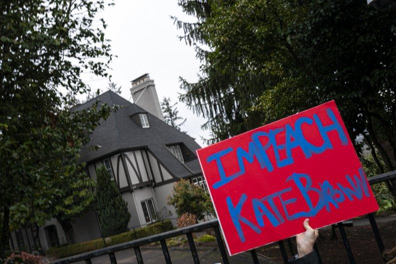 oregon protest capitol lockdown