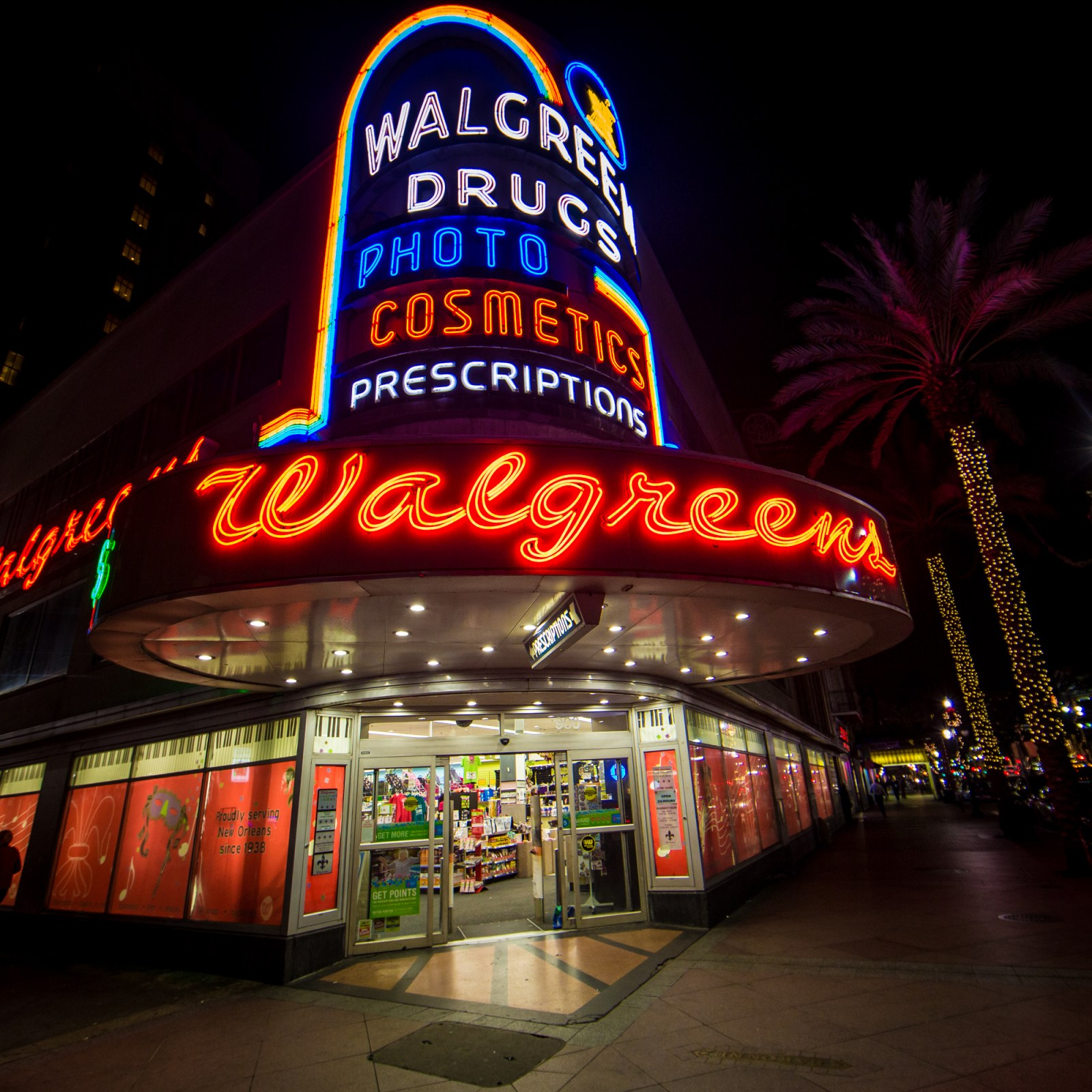 Is Walgreens Open On Christmas Day 2021 Christmas Day Store Hours What Time Do Walgreens Rite Aid And Cvs Open