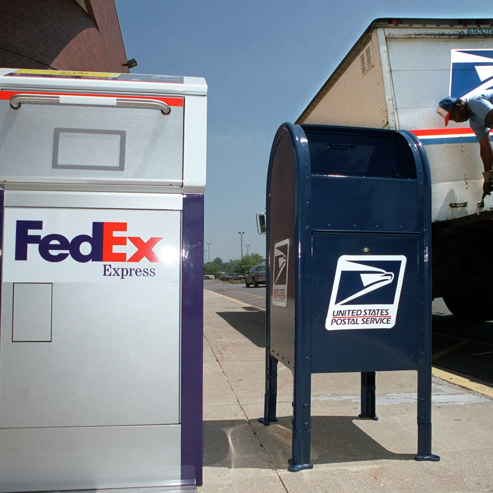 Is Fedex Open On Christmas Eve 2021 Will Mail Be Delivered On Christmas Eve Holiday Hours For Usps Ups And Fedex