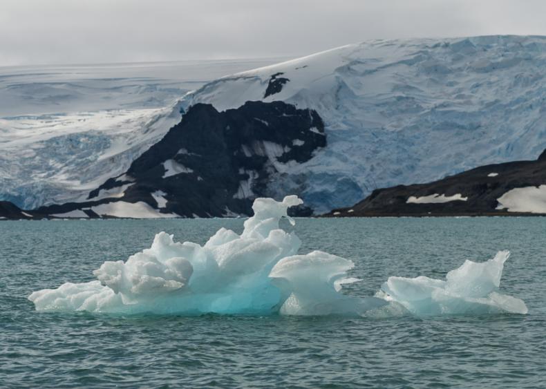 February 9: Antarctic temperatures reach record highs
