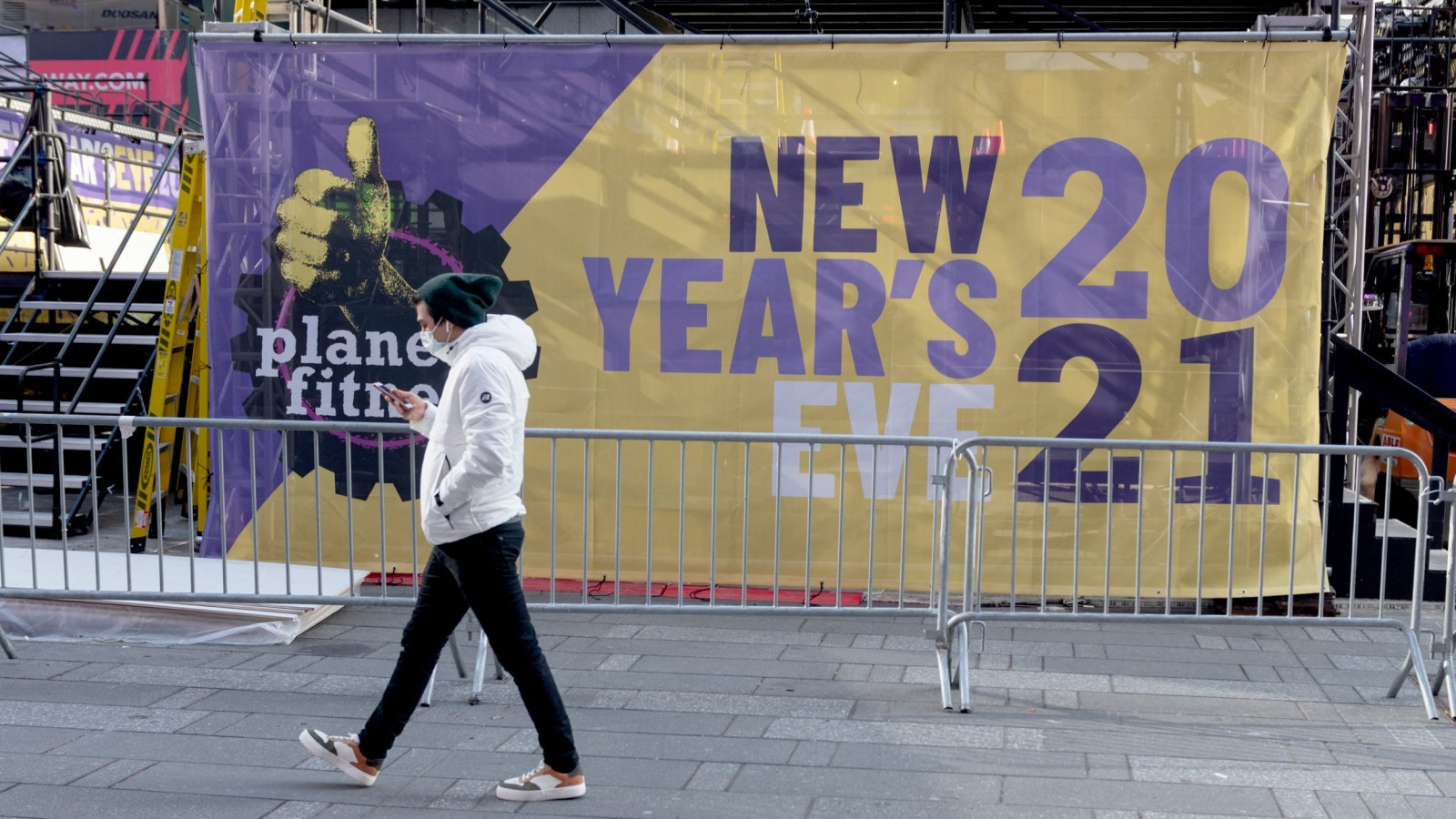 Auld Lang Syne Lyrics And Meaning Explained For 2021 Here out on the highway. newsweek