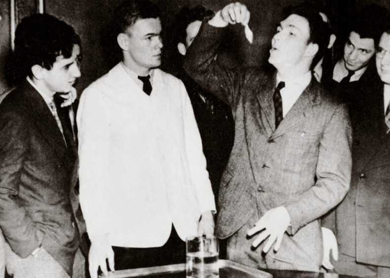 1939: Gulping goldfish
