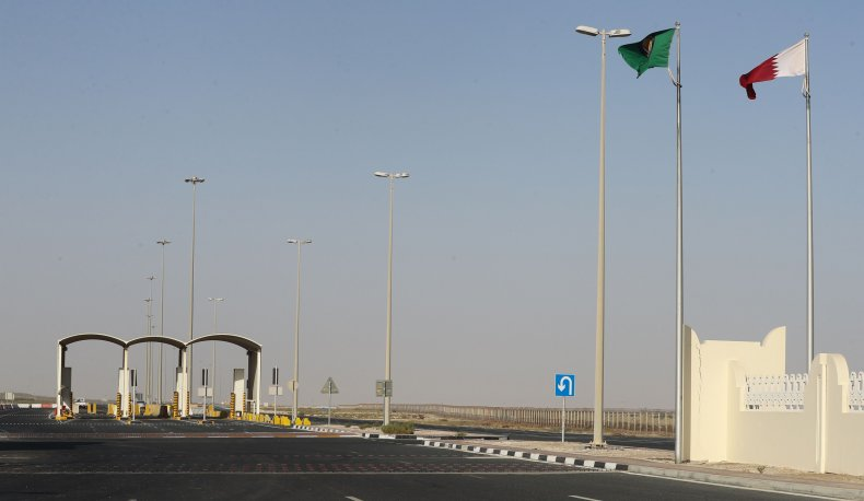 qatar, saudi, arabia, flags, border, crossing