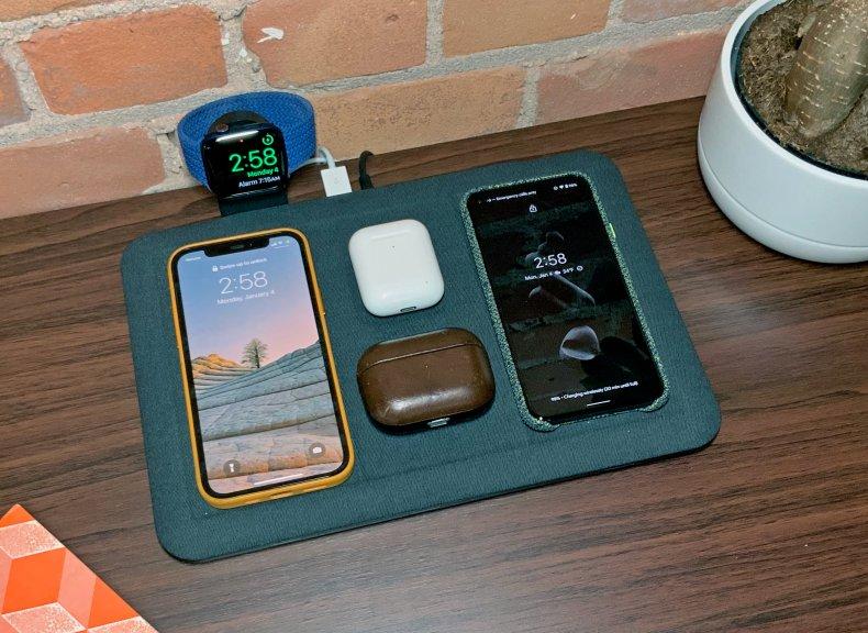 Mophie 4-in-1 Wireless Charging Mat phones headphones
