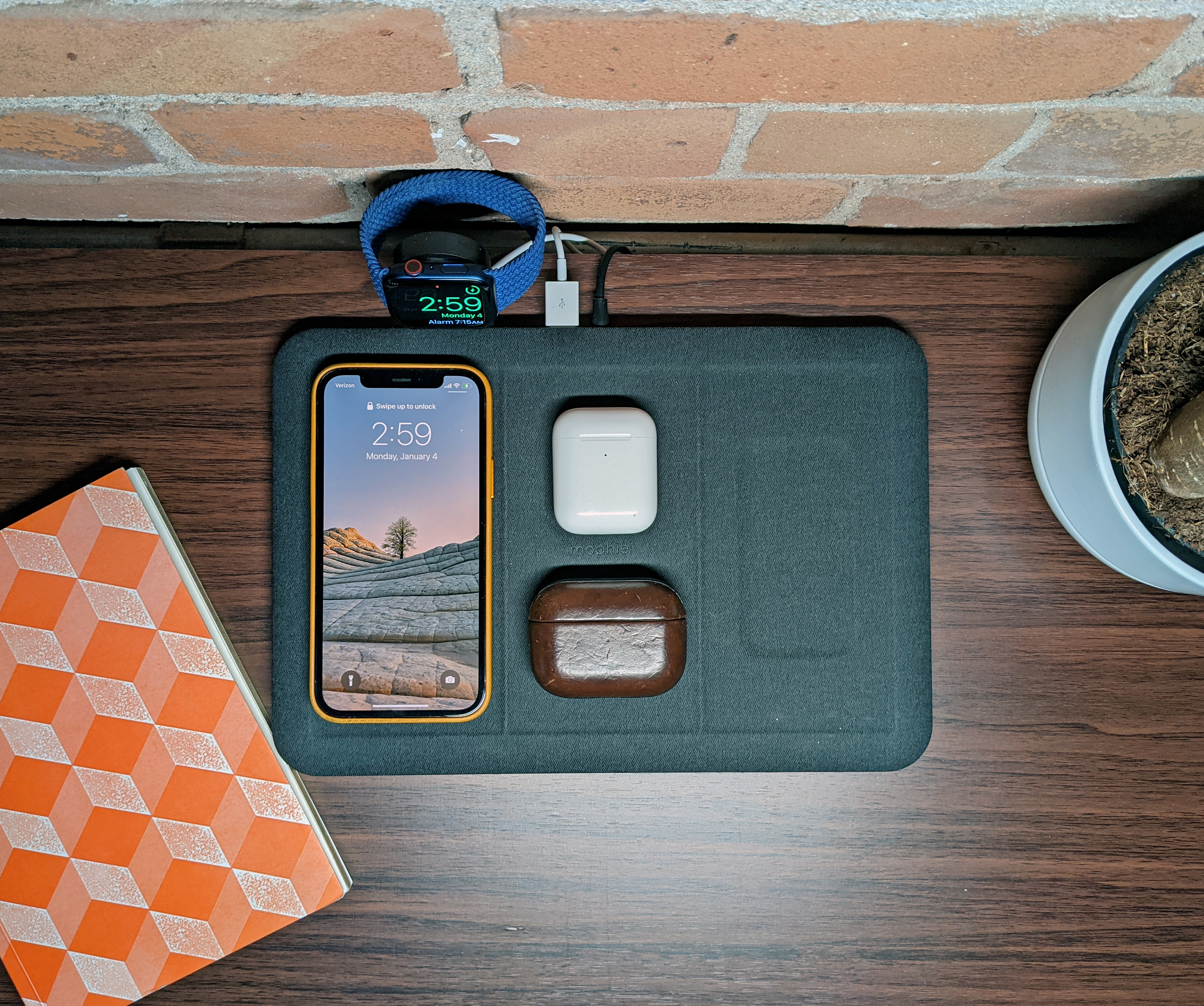 Mophie 4-in-1 Wireless Charging Mat multi-device