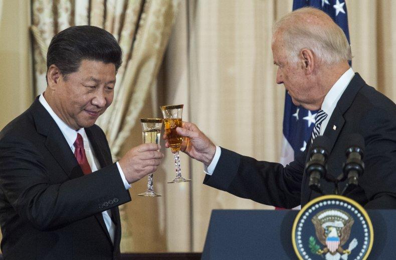 Joe Biden and Xi Jinping toast in2015
