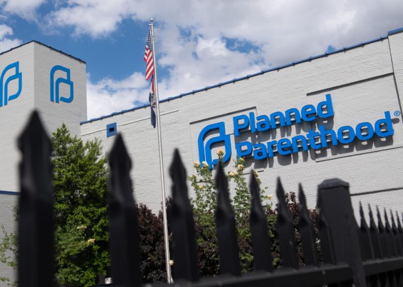 Trump defunds Planned Parenthood