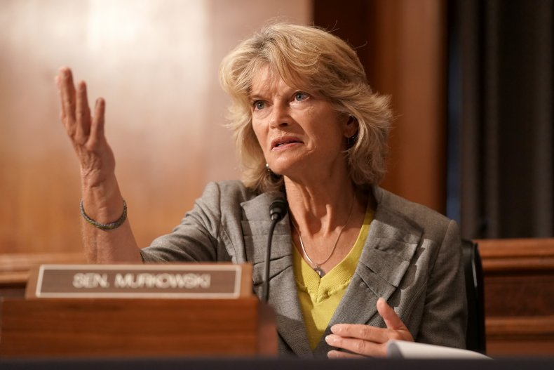 lisa murkowski calls for trump resignation