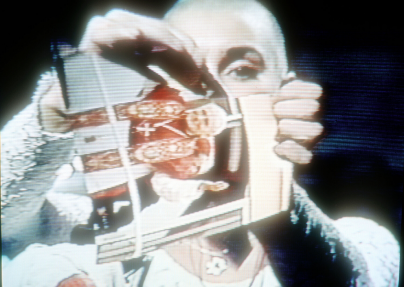 Sinead O'Connor tears up a picture of the Pope on SNL