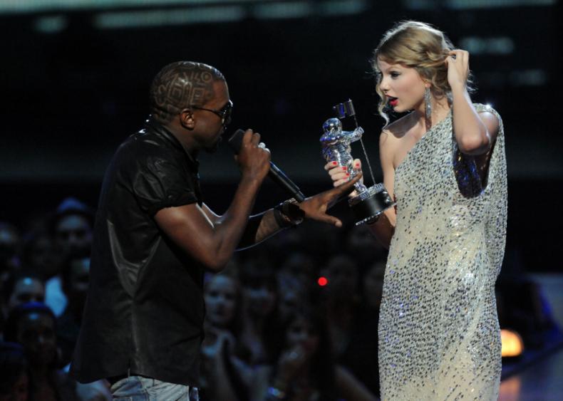 Kanye West interrupts Taylor Swift
