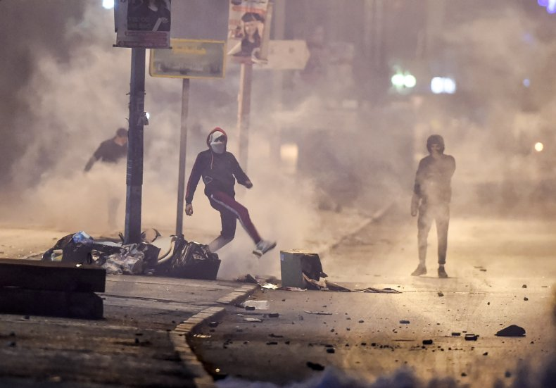 Tunisian protesters clash with security forces