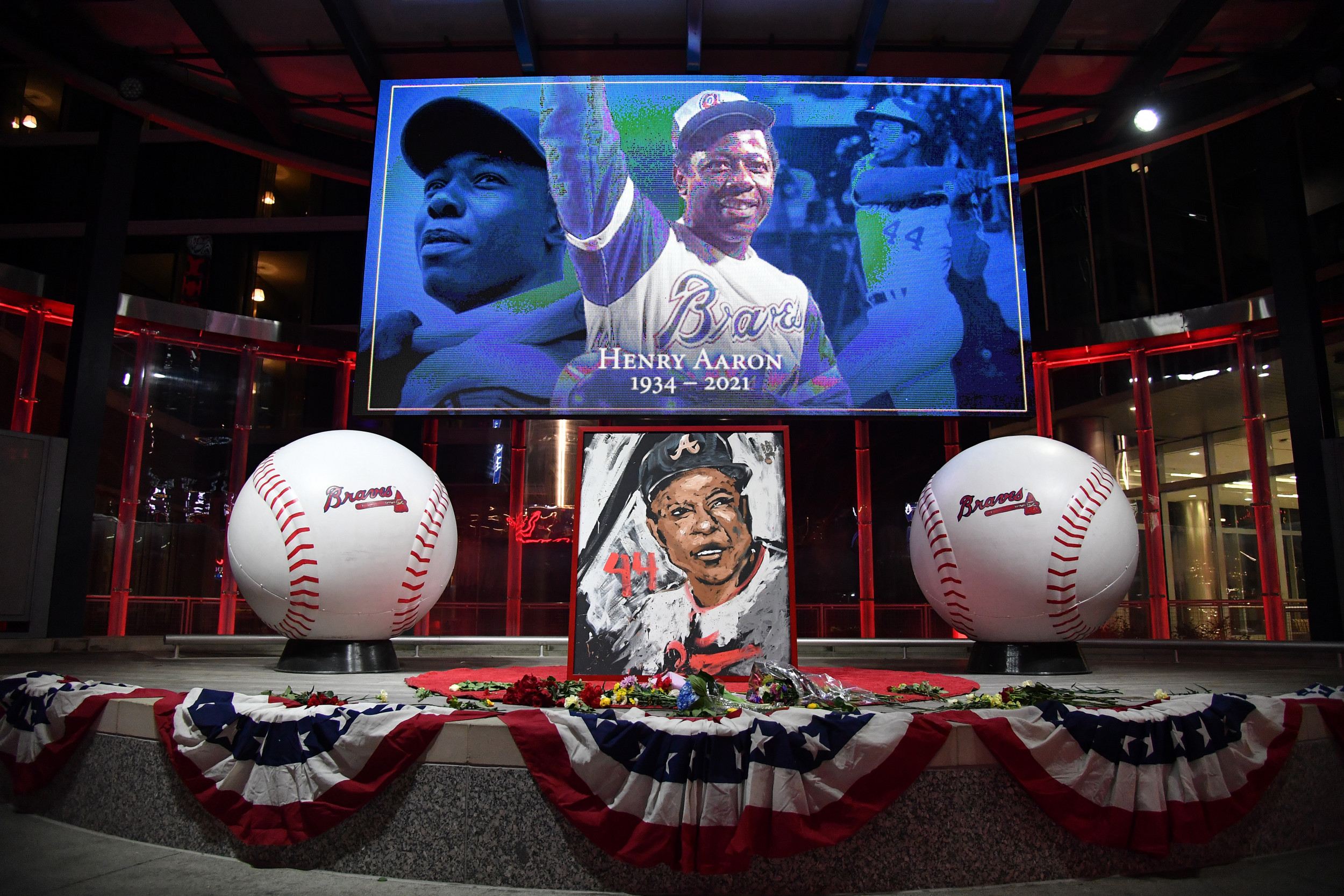 Health professionals hope Hank Aaron's death won't deter people from getting vaccinated