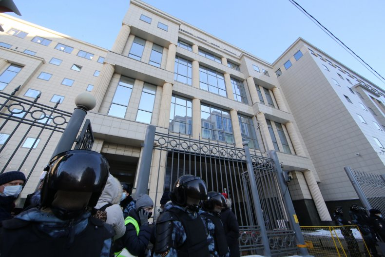 Police block Moscow City Court
