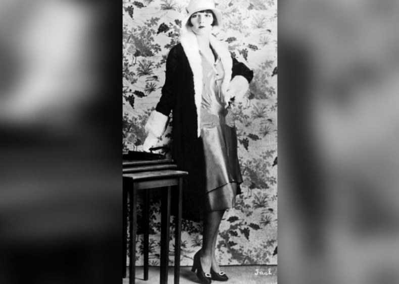1922: Flappers