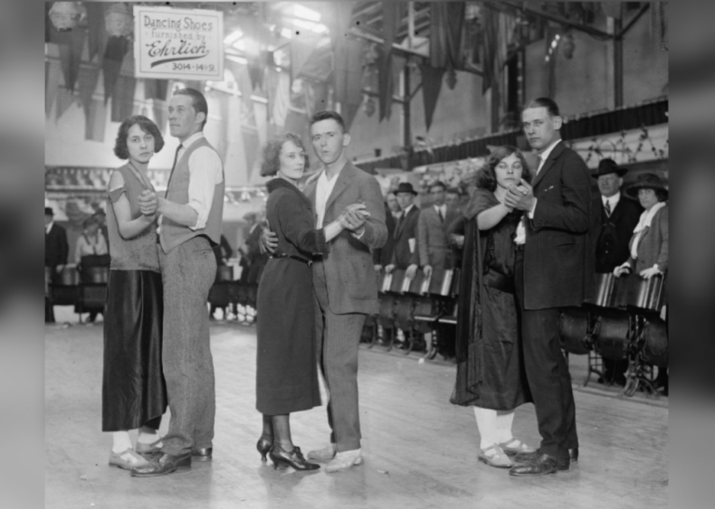 1923: Dance marathons