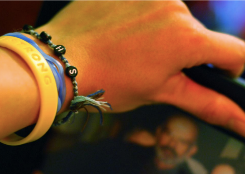 2004: Wristbands for a cause