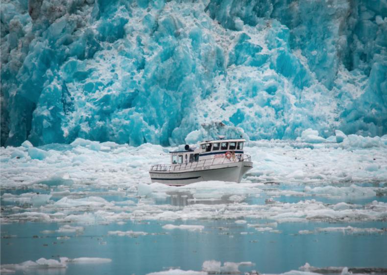 1988: Offshore blizzard causes Alaska shipwreck