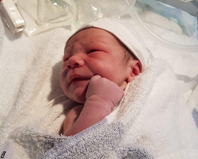Childbirth, birth, strangers, kindness