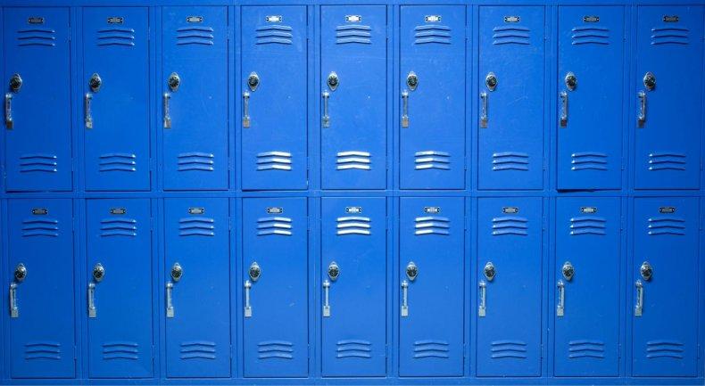 Public schools: 98,158