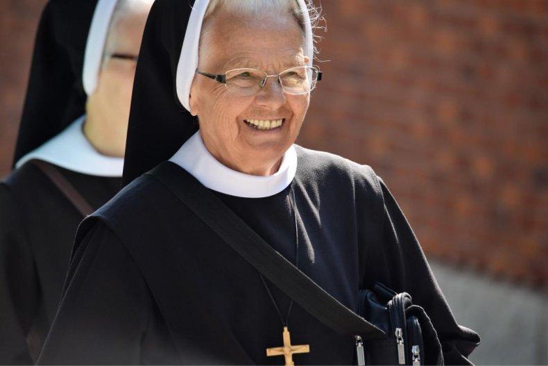 Nuns: 42,441