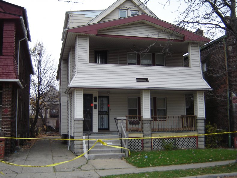 cleveland strangler anthony sowell dead bodies house
