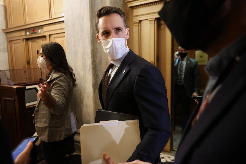 josh hawley leaving the capitol