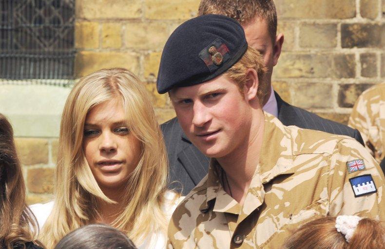 Принц Гарри и Челси Дэви на память