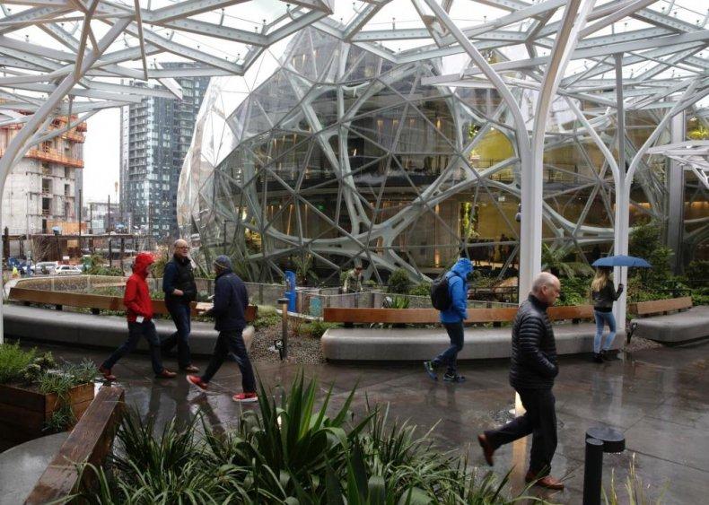 2018: Amazon Seattle HQ biodome spheres open
