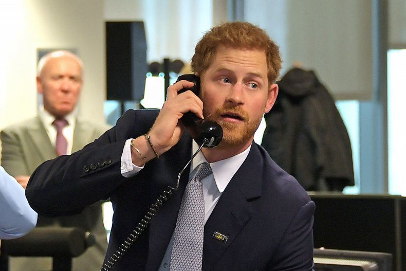 Принц Гарри по телефону для благотворительности