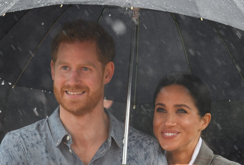 Prince Harry, Meghan Markle Shelter From Rain