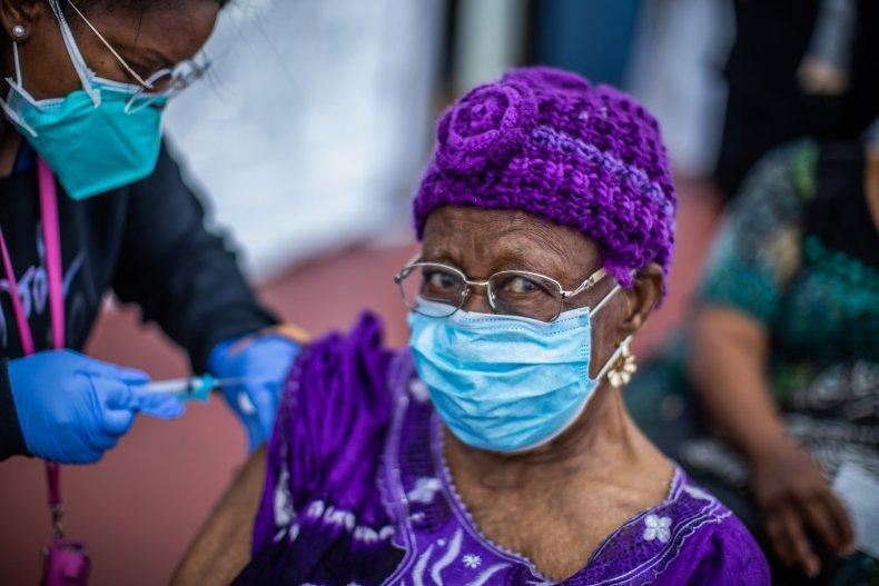 LA woman takes COVID vaccine