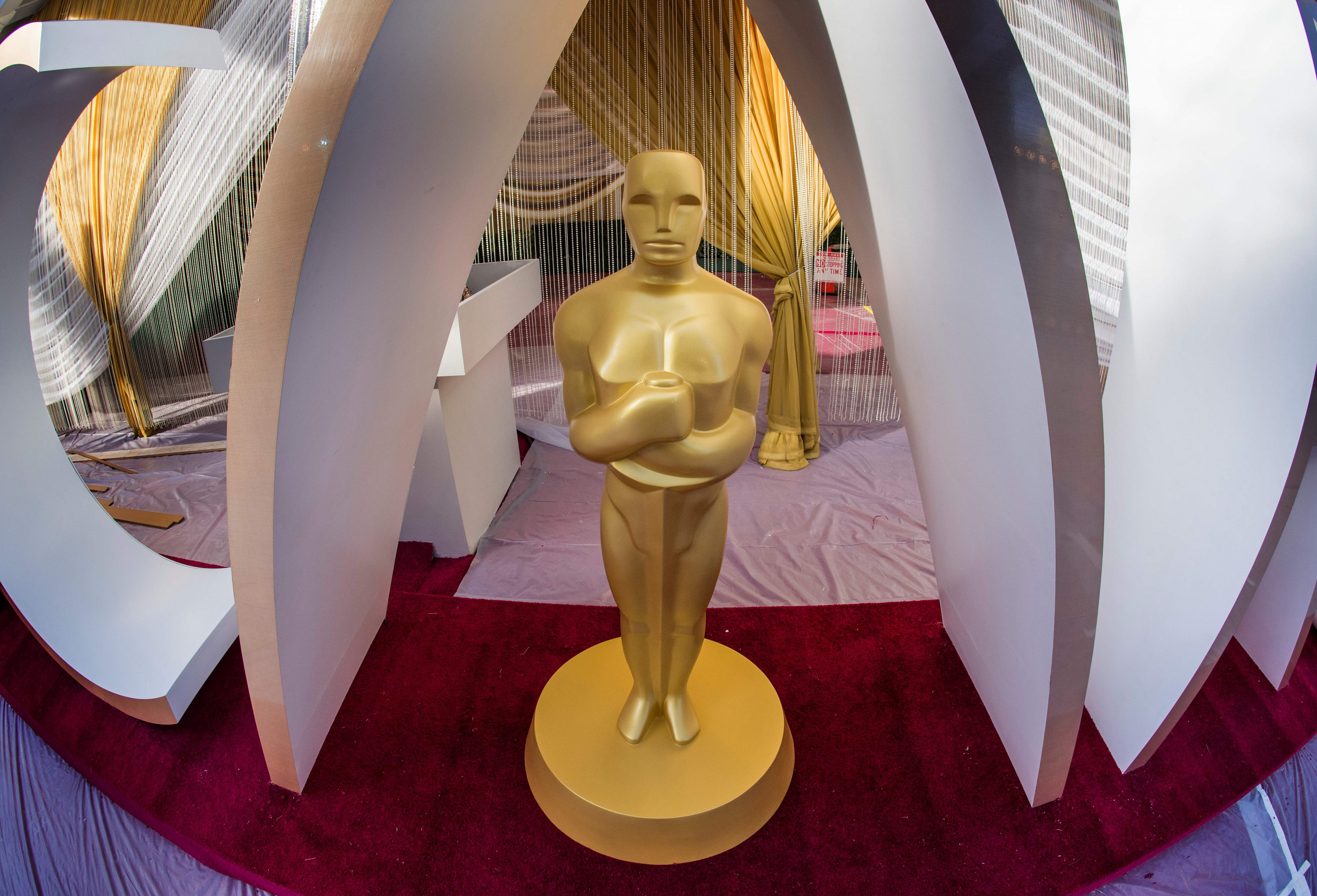 <p>Red Carpets are the Only Thing We'll Miss About Award Shows | Opinion thumbnail