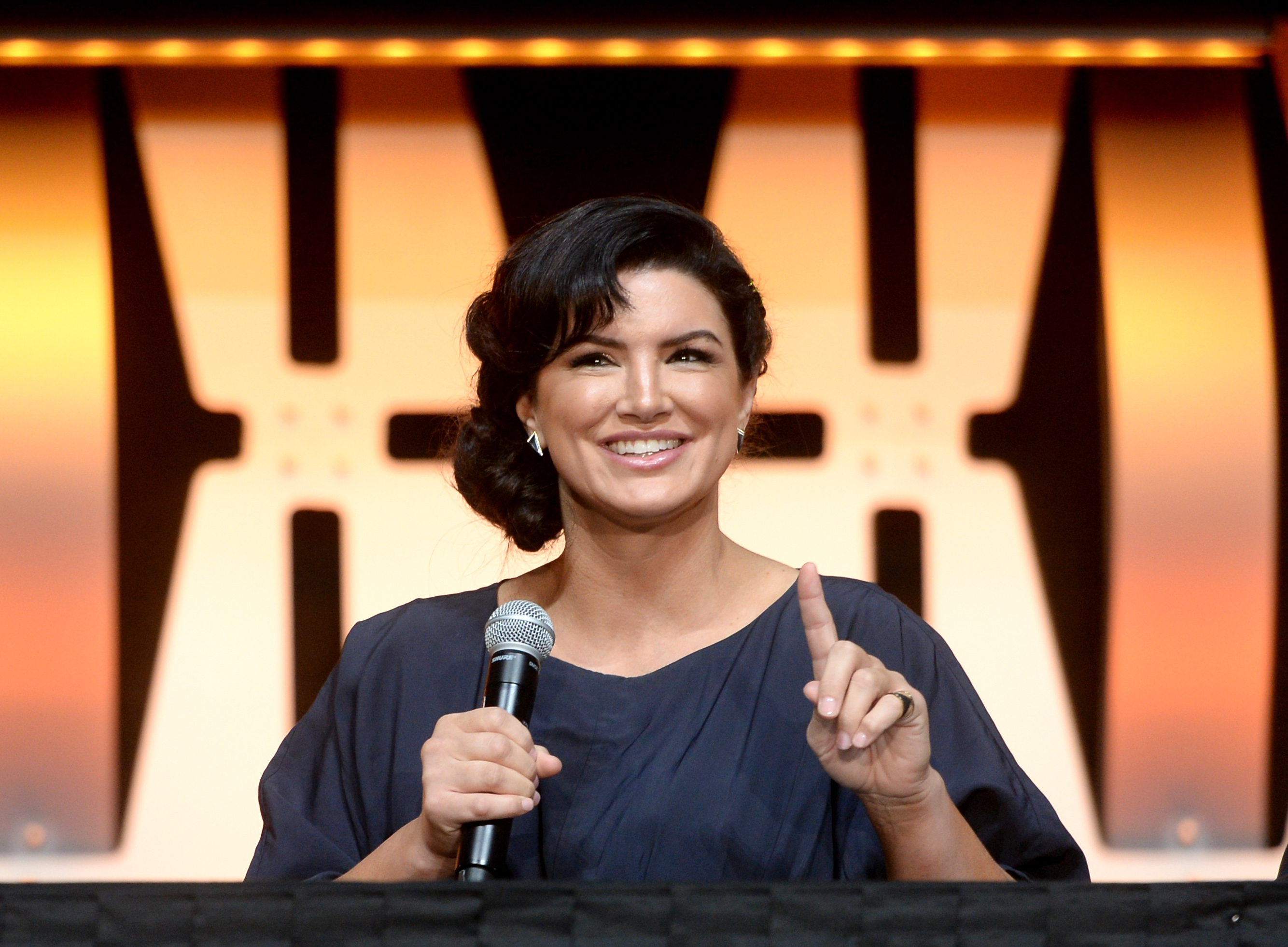 Gina Carano Calls Out 'Mandalorian' Star Pedro Pascal for Sharing Ted Cruz's Number thumbnail