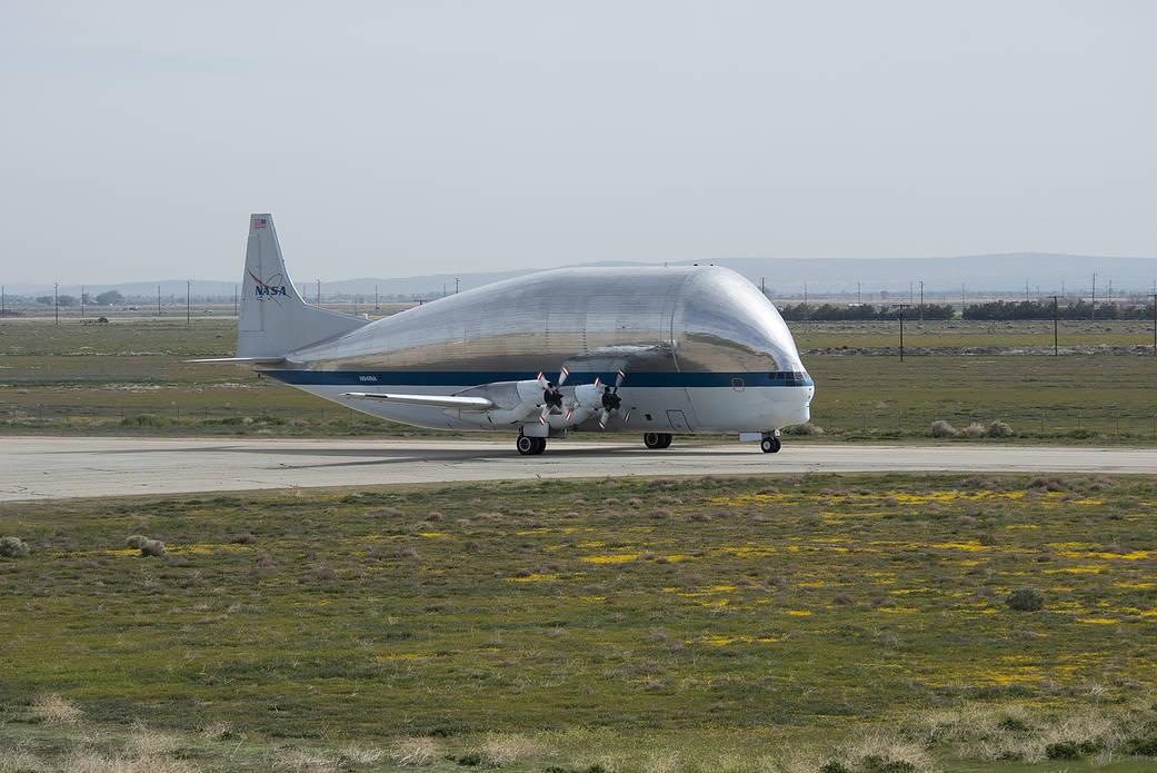 Watch NASA's strange Super Guppy aircraft landing in arizona